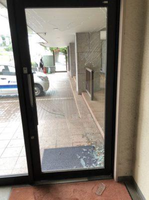 ランハート株式会社・コルト山田ビル・台風・影響・斧ガラス・ガラス修理